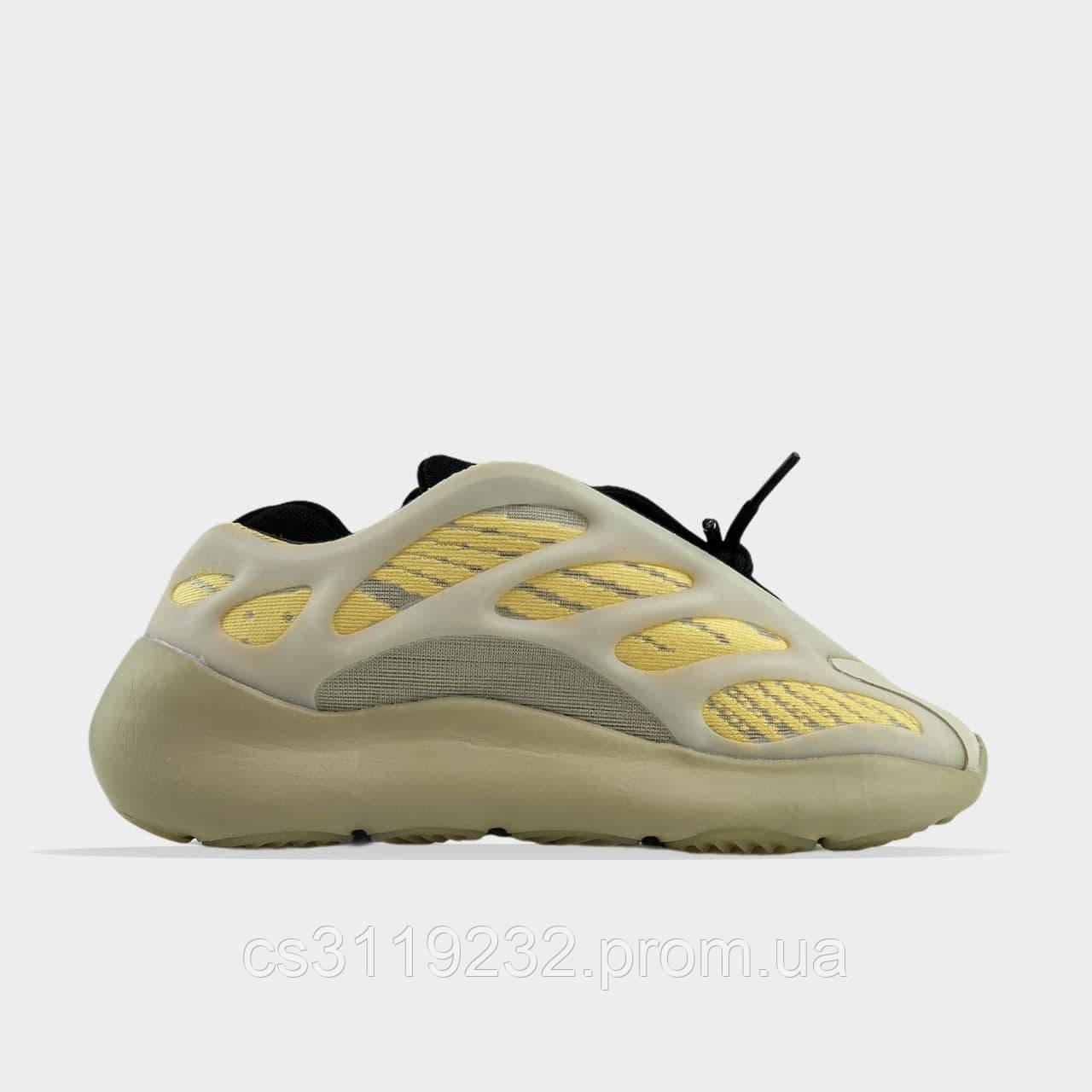 Мужские кроссовки Adidas Yeezy Boost 700 V3 Beige Black  (бежевый)