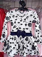 Детское расклешенное платье для девочки с бантиком на талии Цветы 4-7 лет, белого цвета