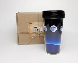 """Стакан для кави c подвійними стінками і кришкою """"По той бік Місяця"""" в крафтового коробці з декоративно стружкою"""