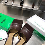 Кожаные шлепки, сандали Боттега на каблуке, фото 5
