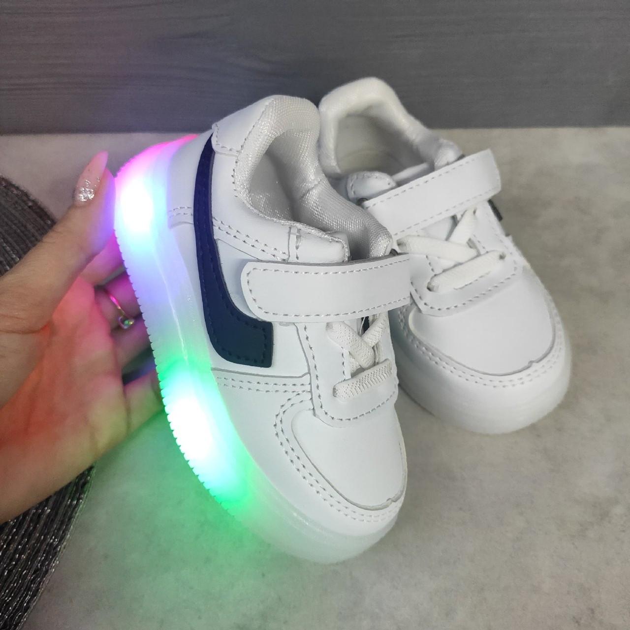 Детские белые кроссовки с подсветкой