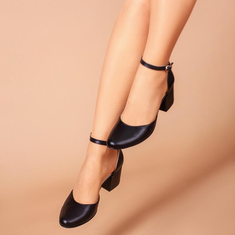 Чорні шкіряні туфлі з ремінцем, на каблуці 6 см