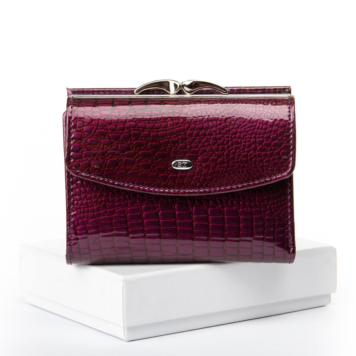Шкіряний гаманець жіночий маленький лаковий на кнопці фіолетовий Sergio Torretti WS-11