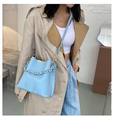 Женская сумка с цепью синяя