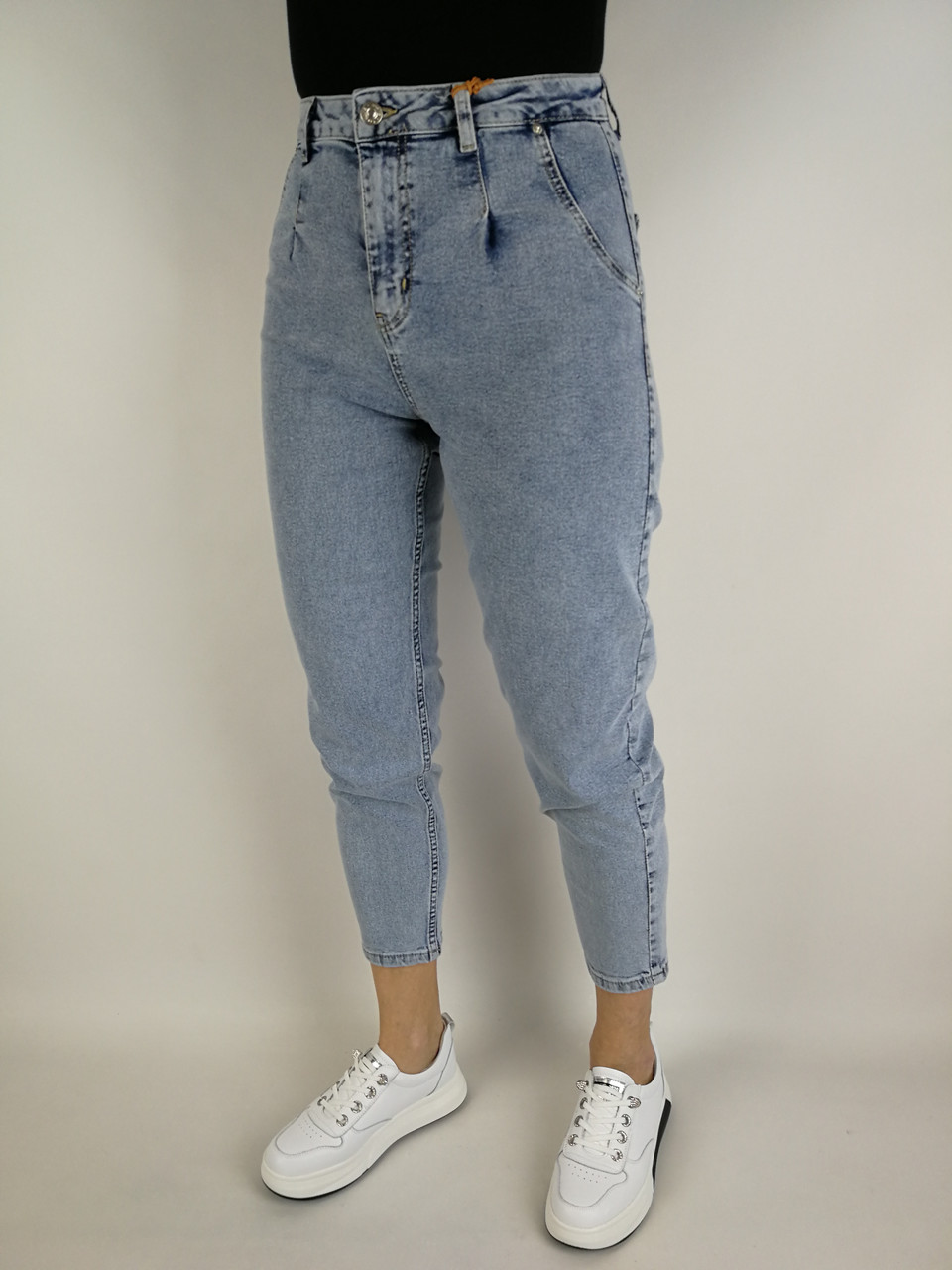 Укорочені сучасні джинси