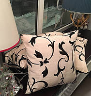Подушка квадратная белая с черным вензелем Dedar