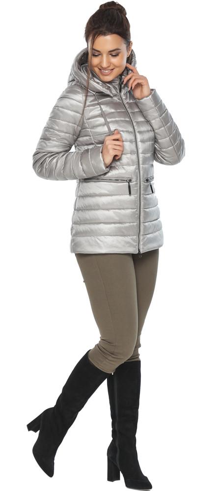 Фирменная женская куртка цвет перламутровый светло-серый модель 63045