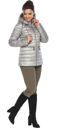 Фирменная женская куртка цвет перламутровый светло-серый модель 63045, фото 2