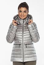 Фирменная женская куртка цвет перламутровый светло-серый модель 63045, фото 3