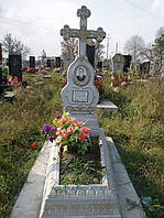 Надгробный памятник цветник из бетона с крестом одинарный образец №3