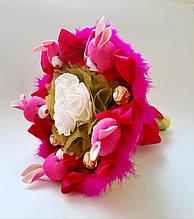 Букет из мягких игрушек и конфет  оригинальный подарок ребенку, девушке малиновый