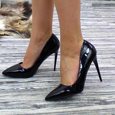 Женские классические лаковые туфли на высоком каблуке черного цвета