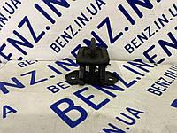 Скоба замка капота Mercedes W221 A2218800260