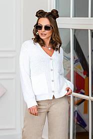 Белая кофта-кардиган вязаная с застежкой и карманами, размер оверсайз 42-48