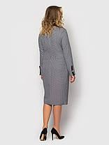 Приталенное женское платье ниже колена серого цвета в принт, большие размеры от 48 до 56, фото 2