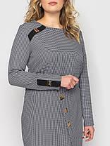 Приталенное женское платье ниже колена серого цвета в принт, большие размеры от 48 до 56, фото 3