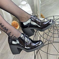 Туфли лаковые женские на широком каблуке. Цвет черный