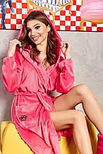 Жіночий домашній м'який плюшевий халат по коліно з вушками. Яскраво-рожевий, малиновий