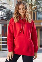Женская длинная и широкая однотонная толстовка с карманом-кенгуру и капюшоном. Красная