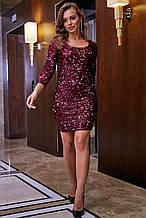 Трикотажное платье-футляр выше колена обтягивающее с пайетками, нарядное. Марсала, бордовое, бордо