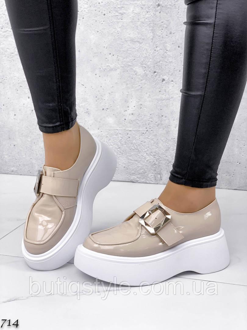 Женские бежевые туфли натуральный лак