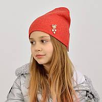 Червона дитяча шапка з брошкою без одвороту