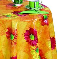 Яркая оранжевая скатерть на стол с герберами
