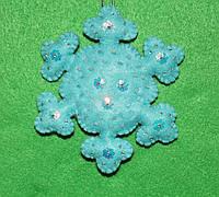 Новогодняя игрушка из фетра Снежинка голубая-1  2513