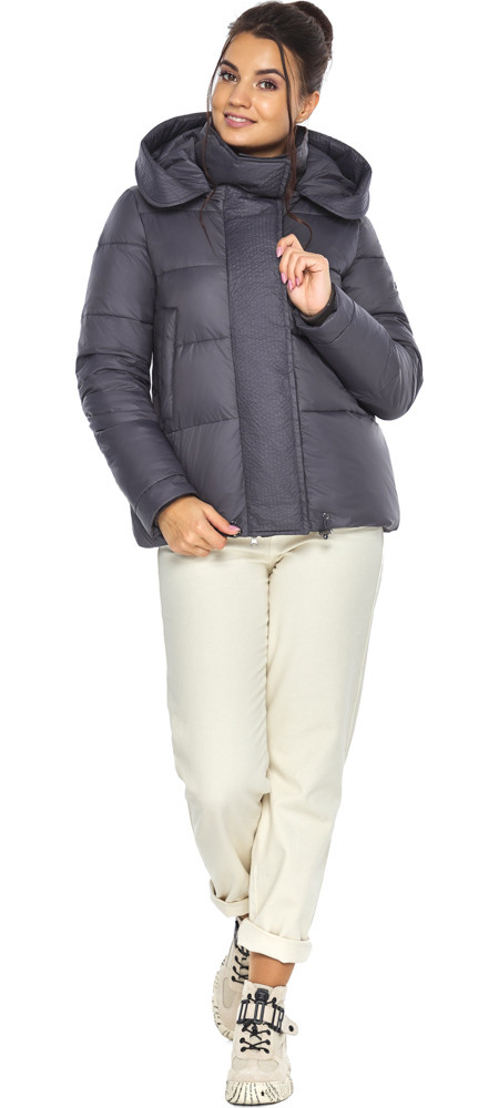Жемчужно-серая куртка женская с капюшоном модель 43560
