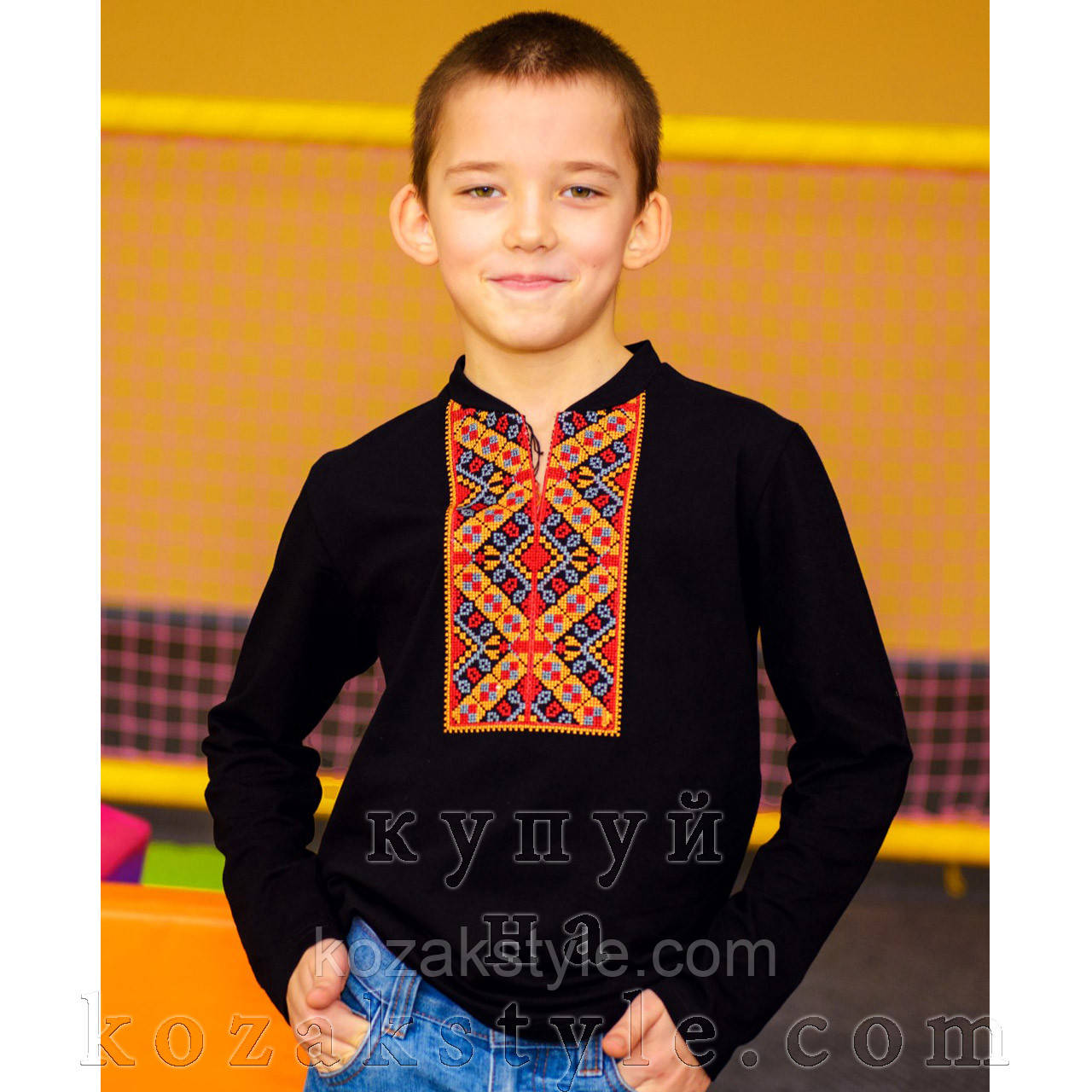 Вишита футболка для хлопчика з жовтогарячою вишивкою