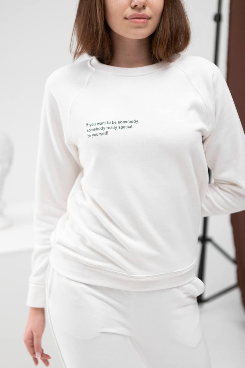 Костюм женский (свитшот + штаны) белый. Стильный женский костюм (штаны + реглан) белого цвета.