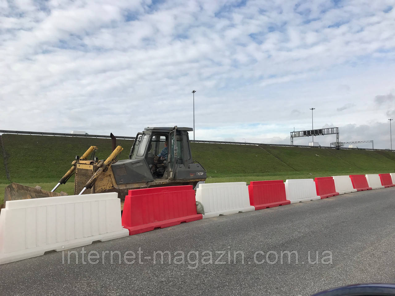 Дорожный барьер  пластиковый 1.5 (м)
