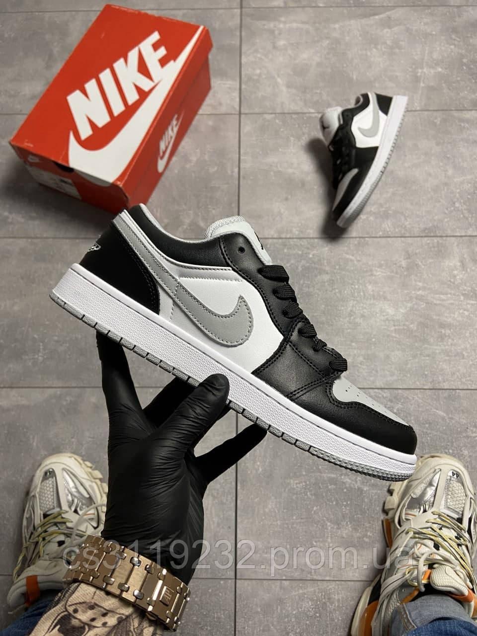 Чоловічі кросівки Nike Air Jordan 1 Low Grey White Black (сірий)