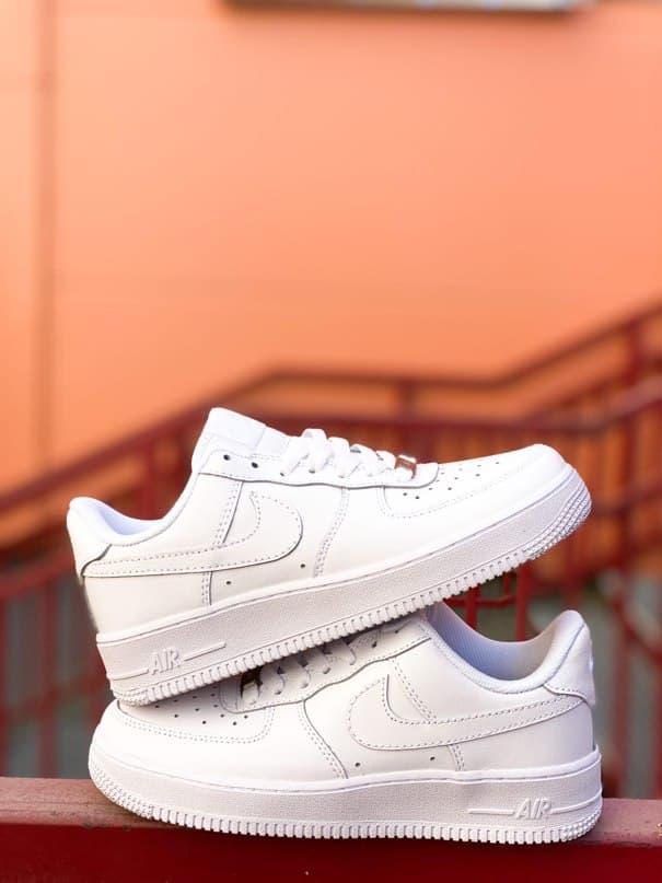 Чоловічі кросівки Nike Air Force Low White (білі) К7703 модні шкіряні кроси