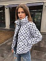 Куртка женская короткая белая с принтом луи витон весенняя осенняя на молнии
