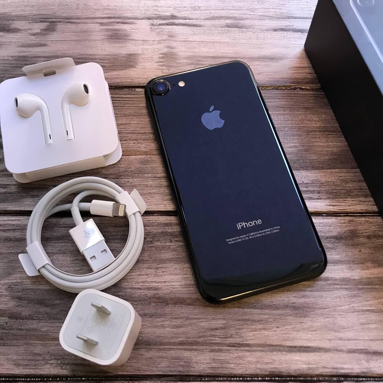 Телефон Apple iPhone 7 Jet Black,Черный