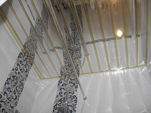 Реечный алюминиевый потолок Allux хром зеркальный - золото зеркальное комплект 260 см х 260 см