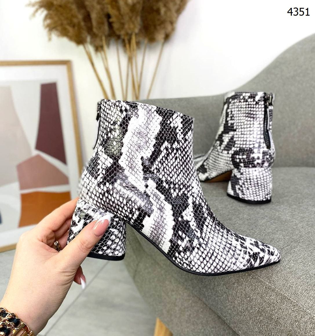 Женские кожаные  демисезонные ботинки на мини каблуке 37,38 р серый питон