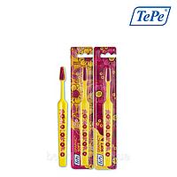 Зубная щетка TePe Graphic Soft (мягкая), желтая