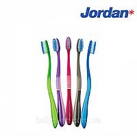 Зубная щетка Jordan Clean between для чувствительных зубов (средняя), фото 1