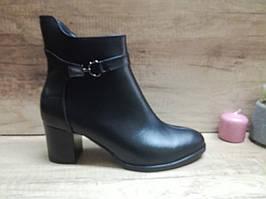 Демисезонные женские классические ботинки из натуральной кожи на каблуке Romax
