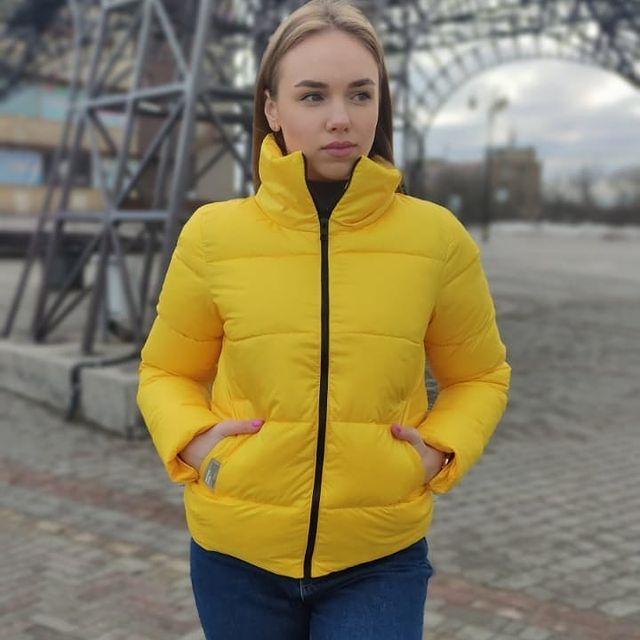 Коротка жовта демісезонна куртка жіноча