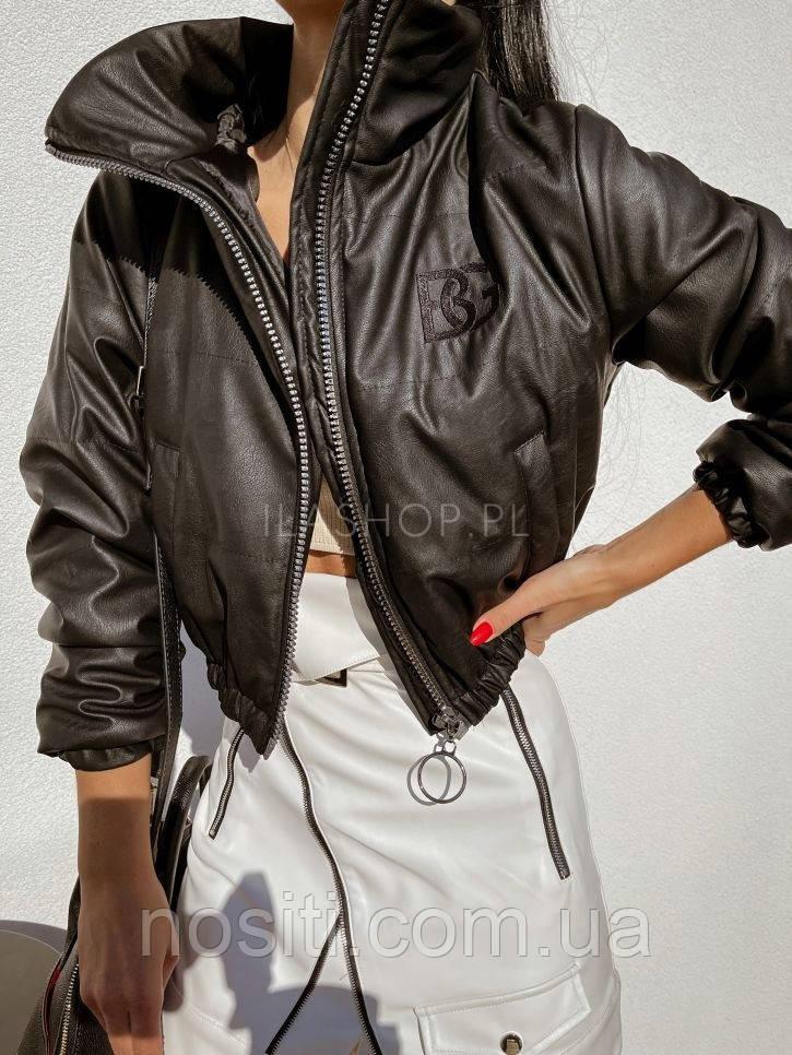 Коротка жіноча демісезонна куртка з екошкіри