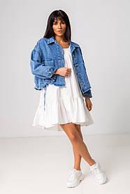 Стильная короткая куртка-джинсовка с рваным краем в голубом цвете с карманамив 4 размерах: S, M, L, XL.