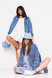 Стильная короткая куртка-джинсовка с рваным краем в голубом цвете с карманамив 4 размерах: S, M, L, XL., фото 4