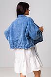 Стильная короткая куртка-джинсовка с рваным краем в голубом цвете с карманамив 4 размерах: S, M, L, XL., фото 6