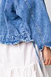 Стильная короткая куртка-джинсовка с рваным краем в голубом цвете с карманамив 4 размерах: S, M, L, XL., фото 7