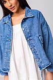 Стильная короткая куртка-джинсовка с рваным краем в голубом цвете с карманамив 4 размерах: S, M, L, XL., фото 8