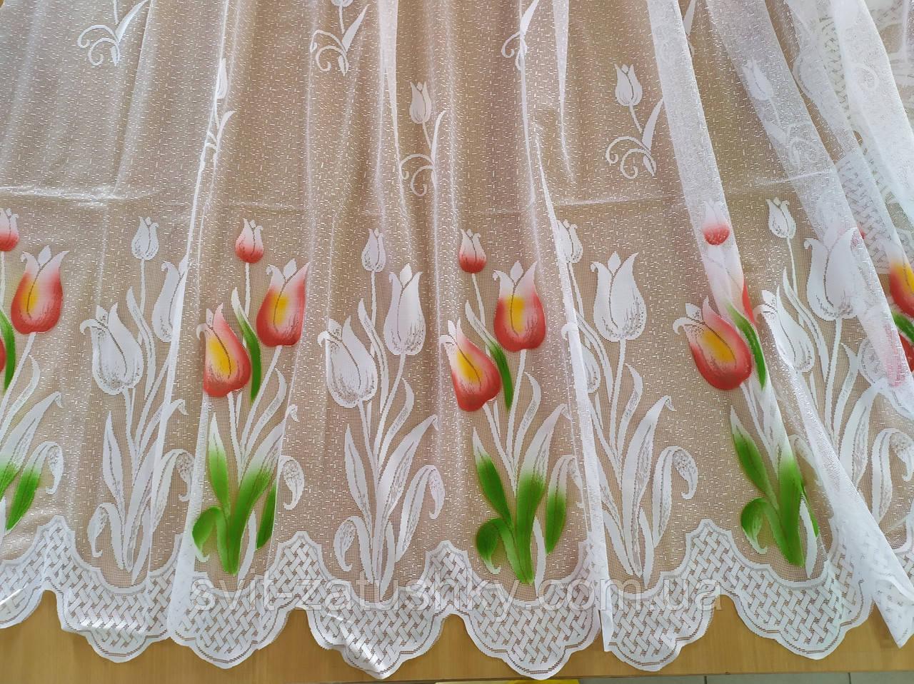 Гардина белая короткая с цветочным узором высотой 90 см.