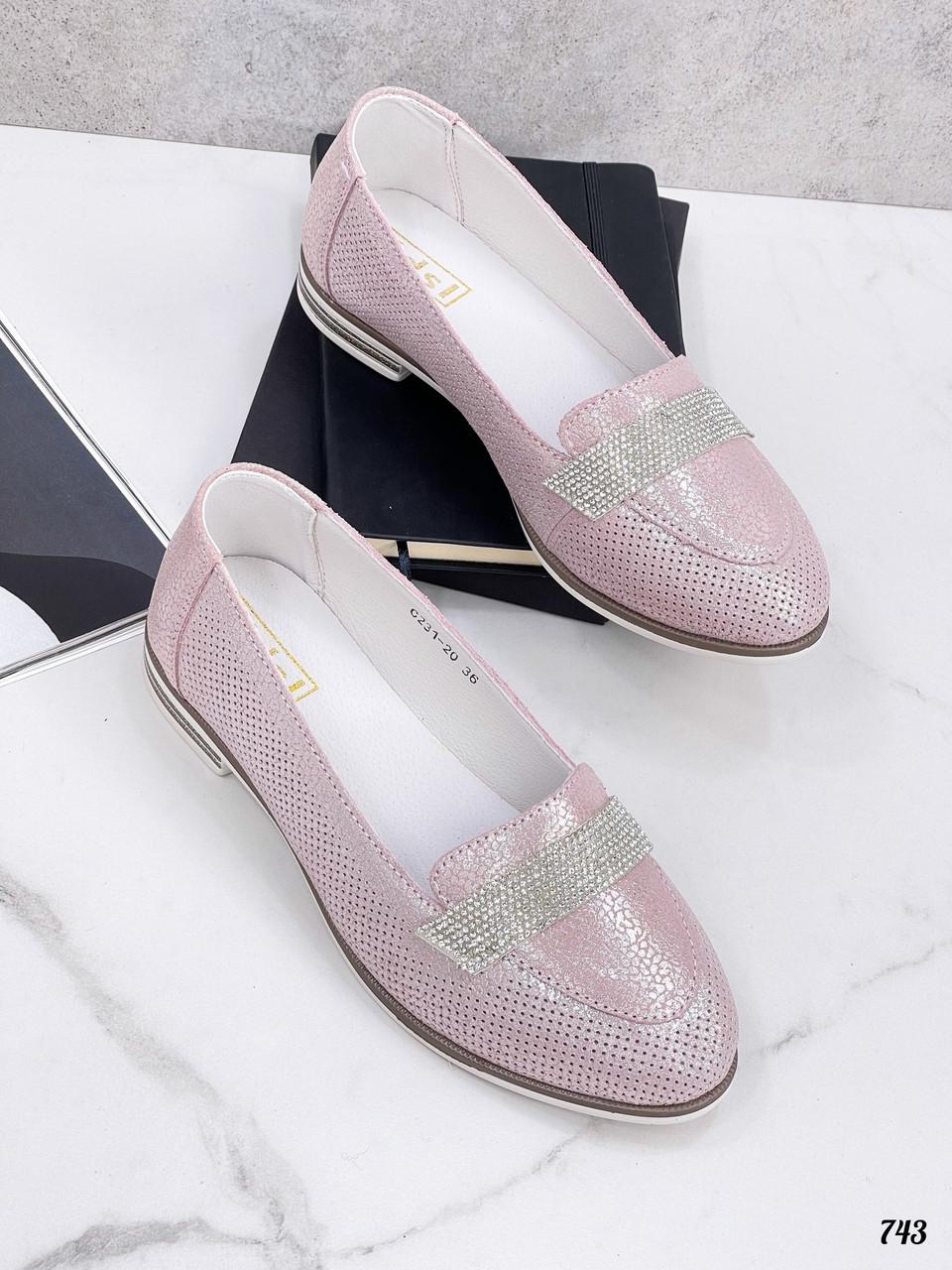 Кожаные женские туфли на плоской подошве украшение стразы